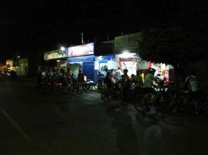 Galera na porta da Star Bike
