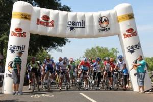 88 ciclistas participaram da primeira etapa da Copa Cemil de Ciclismo 2013