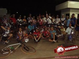 Uma pausa para a foto oficial. 32 bikers