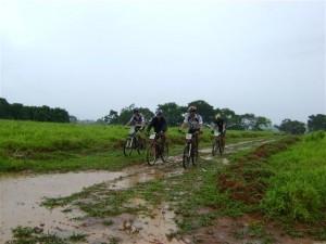 Participantes não afinaram e mesmo com muito barro e chuva completaram o percurso