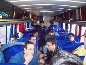 Olha só a cara de satisfação da galera no ônibus