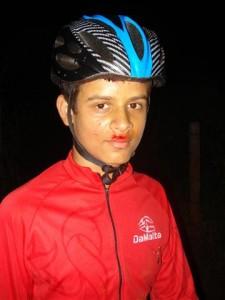 Ué, o Felipe resolveu fazer o bigode e teve dificuldades?