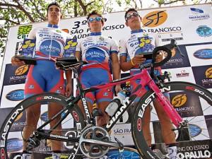 Pedro Henrique (campeão Junior), Bruno Tabanez (campeao elite) e Victor Carvalho (bronze juvenil)