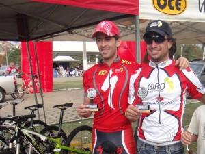 Silvinho com seu treinador Hugo Pradoneto (OCE)