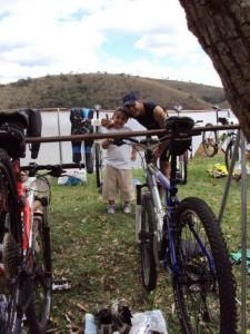 Danilo, sua bike e seu filho no XTERRA