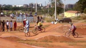 Dênis Andrade vence etapa do Campeonato Brasileiro de BMX em Brasília