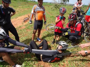 Ter médico pedalando tem suas vantagens. O paciente ciclista passa bem