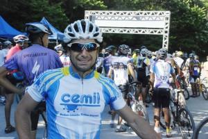 Ciclista, Silvio Otávio, competidor do Circuito XC de Favelas no Complexo do Alemão