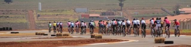 Ciclistas de toda a região participaram da etapa decisiva da Copa Cemil de Ciclismo
