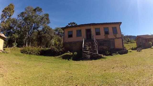 O ponto de entrada da comunidade é o Casarão Matutu, uma construção de 1904