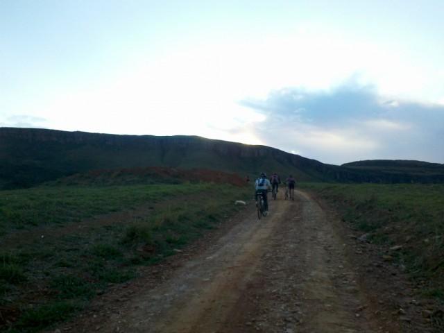 Para chegar em S.J.B. do Glória tivemos que atravessar essa montanha a frente.