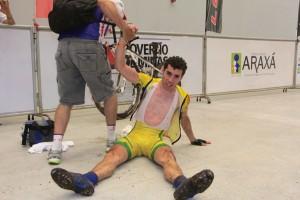 Henrique Avancini comemora o primeiro título da Copa Internacional de MTB na Elite.